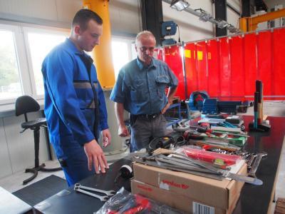 Einweisung der Werkzeuge durch unseren Werkstattmeister Jörg Borchmann