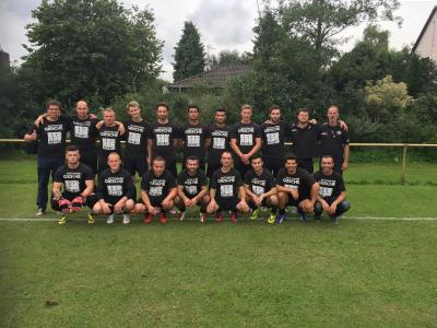 Foto zur Meldung: Neue Aufwärm - Shirts für die Fussball Herren