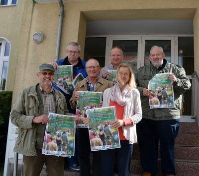 Foto zu Meldung: 2. Familienwandertag im Stadtwald Hainholz - Wandern, Pilze sammeln, Geo-Caching und Entspannung in der Natur