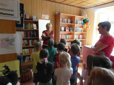 Foto zur Meldung: Zukünftige Einschulkinder zu Besuch in der Stadtbibliothek