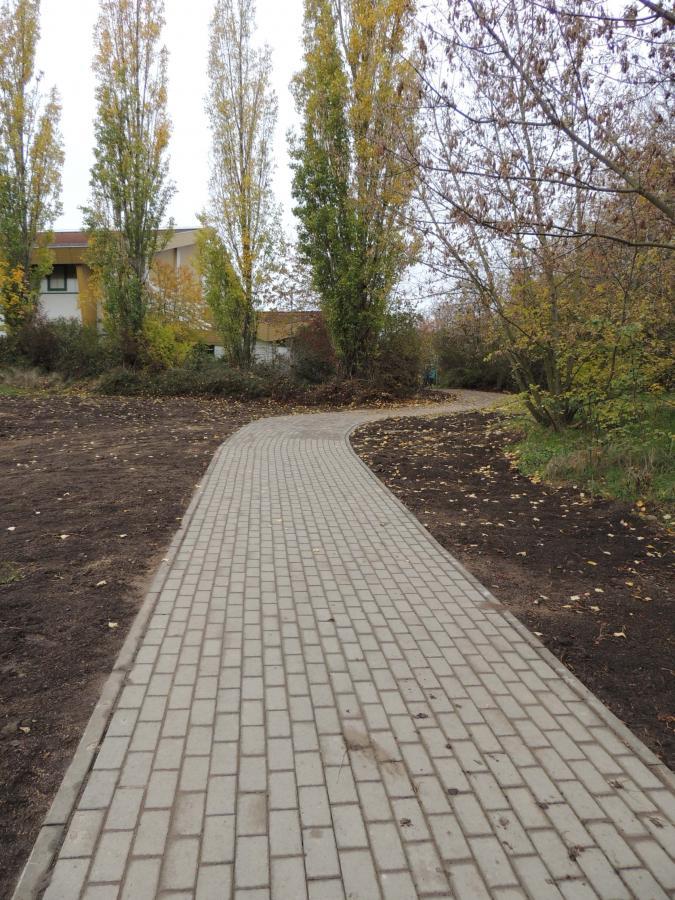 Der neue Verbindungsweg führt auch direkt zur Mehrzweckhalle