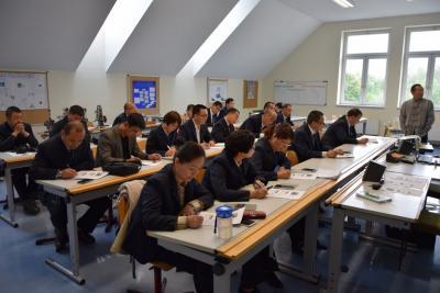 Foto zur Meldung: Chinesische Berufsschullehrer erkunden Bildungsgänge