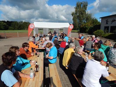 Foto zu Meldung: Knapp 70 Wanderer genießen Sonnenwetter und begeisterndes Timber-Konzert
