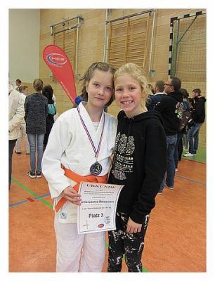 Foto zur Meldung: Bezirkseinzelmeisterschaft U15 weiblich - 3. Platz für Lorna-Louise Dreesmann