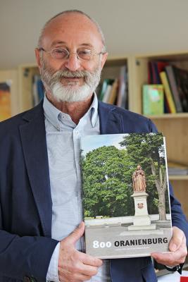 Foto zu Meldung: Festschrift erschienen: 800 Jahre Geschichte Oranienburgs auf 200 Seiten