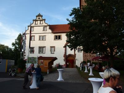 Foto zu Meldung: Besuch der  Festspiele im Schloss Eichhof - Frauenchor Schenklengsfeld