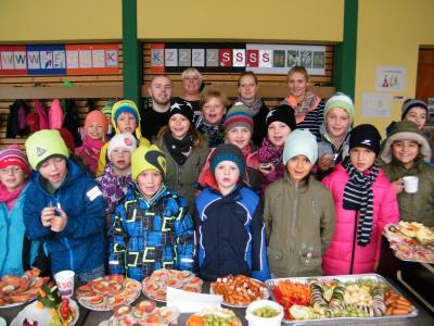 Foto zur Meldung: Gesundes Frühstücksbüffet für die Röslauer Grundschüler