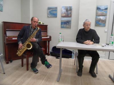 Foto zur Meldung: Lesung und Saxophon zum 21. Tag der Bibliotheken