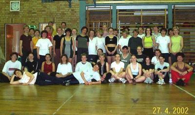 Mit gewachsener Teilnehmerzahl zum Gruppenfoto in Nieskys größter Sporthalle