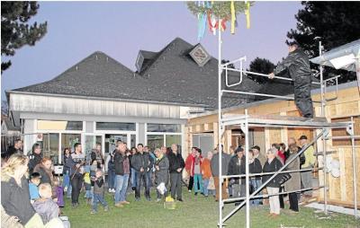 Foto zu Meldung: Richtfest am Anbau der Kindertagesstätte gefeiert