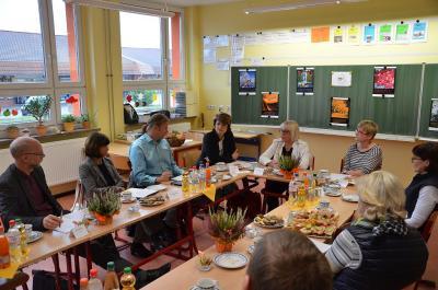 Foto zur Meldung: Inklusion und Unterbringung minderjähriger Flüchtlinge in OSL standen im Fokus bei Besuch aus Potsdam