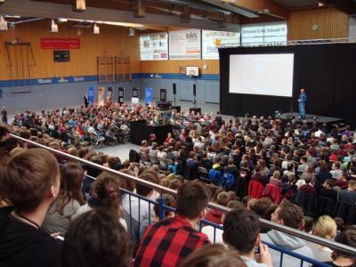 """Foto zur Meldung: """"Der kleine blaue Punkt – das sind wir"""": IGS-Schüler treffen Astronaut Alexander Gerst und Angela Merkel"""