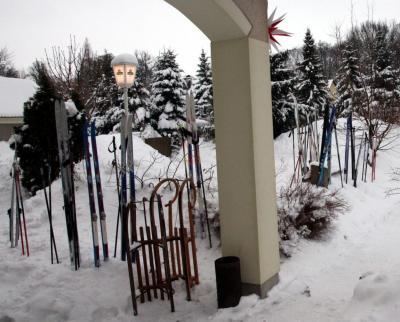 """die Gerätschaften der 16 Skiläufer und 10 """"Sonstigen"""""""
