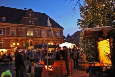 Foto zu Meldung: Weihnachtsmarkt mit Finale des Calauer Plätzchenmarathons