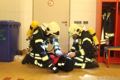 Foto zur Meldung: 20.11.2015 Dienst Ausbildung Atemschutz - Belastungslauf