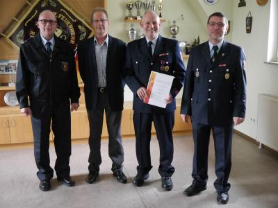 Foto zu Meldung: Stefan Lang erhält Deutsches Feuerwehrehrenkreuz in Bronze