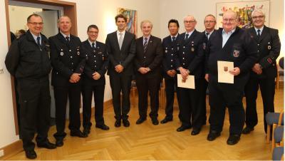 Foto zur Meldung: Goldene Feuerwehr-Ehrenzeichen verliehen