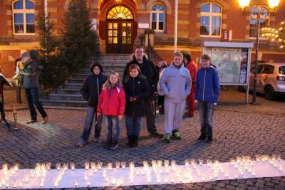 Foto zu Meldung: Calauer Marktplatz im Kerzenschein