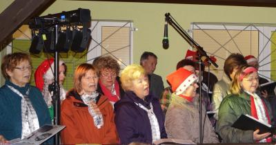 Foto zu Meldung: Weihnachtslieder auf dem Sportplatz