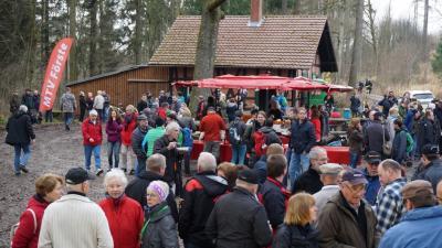 Foto zur Meldung: 800 Wanderer wanderten zum Jagdhaus