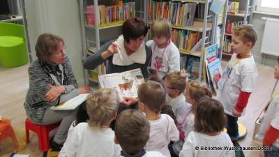 """Foto zur Meldung: """"Pippilothek??? Eine Bibliothek wirkt Wunder""""  oder """"Lesen macht stark. Lesen und digitale Medien"""""""