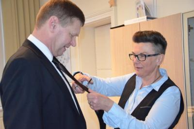 Foto zur Meldung: Schnipp-schnapp, Krawatte ab! - Weiberfastnacht in der Kreisverwaltung