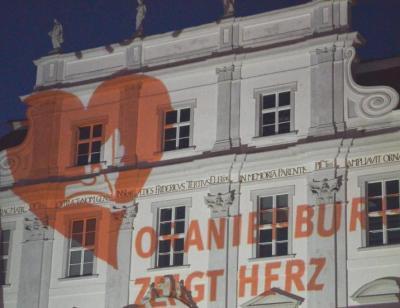 Foto zu Meldung: Oranienburg zeigte Herz – gegen Hass, Gewalt und Fremdenfeindlichkeit