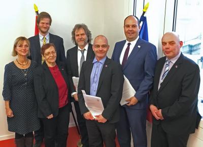 Foto zu Meldung: Antragsunterzeichnung im Landtag zur Feststellung der Zugehörigkeit zum Siedlungsgebiet der Sorben/Wenden