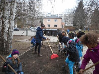 Vorschaubild zur Meldung: Sauberaktion in der Schule
