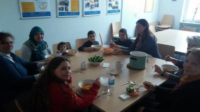Foto zur Meldung: Gemeinsames Kochen beim Cafe International