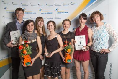 Die Sieger aller Kategorien mit ihrer Trainerin Ariane Kriebisch