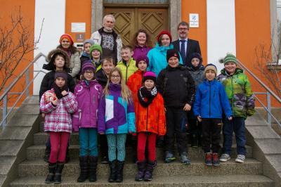 Foto zur Meldung: Bürgermeister Gebhardt führt 4. Klasse durch das Röslauer Rathaus