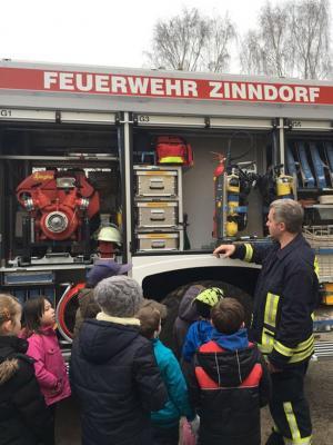 Foto zur Meldung: Zinndorfer Feuerwehr beim Projekttag