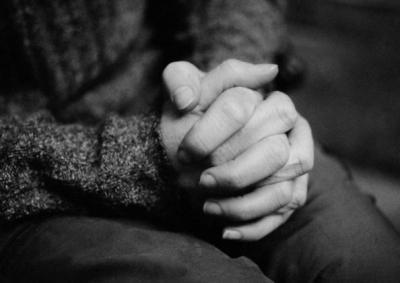 Damit Menschen mit ihrer Trauer nicht alleine sein müssen, richtet der Hospizverein Tettnang ein Trauercafé ein. (Foto: colourbox)