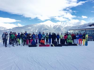 Foto zur Meldung: Puricelli-Realschüler/innen erleben Pistengaudi im Neuschnee