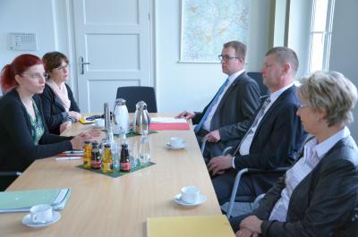 Foto zur Meldung: Brandenburger Pflegeoffensive / Sozialministerin Golze startet pflegepolitische Tour im Landkreis Oberspreewald-Lausitz