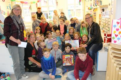 Foto zur Meldung: Spiele-Spende für Schulkinder