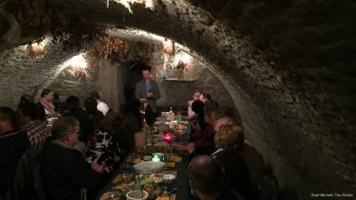 Foto zur Meldung: Erste Weinprobe im historischen Gewölbekeller im Rathaus von Mücheln war ein voller Erfolg