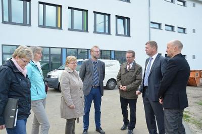 Foto zur Meldung: Landrat und Dezernent besuchten Baustelle im Paul-Fahlisch-Gymnasium