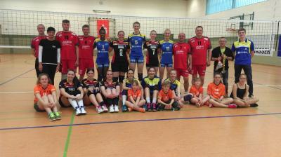Foto zur Meldung: Schweriner Volleyballerinnen bezaubern mit Charme und Klasse.