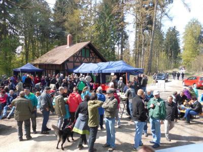 Foto zur Meldung: 1. Mai 2016: 1400 Wanderer wanderten zum Jagdhaus im Westerhöfer Wald