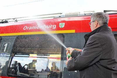 Foto zu Meldung: Ein Zug der Regionalbahn 20 heißt jetzt »Oranienburg«