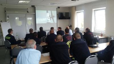 Foto zur Meldung: Vorbereitung des Katastrophenschutzes auf das Red Bull Air Race auf dem Lausitzring