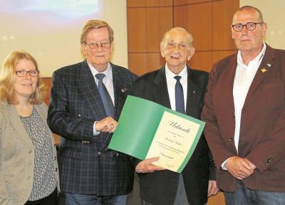 Foto zur Meldung: Hohe Auszeichnung für Finke