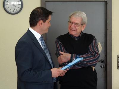 Foto zur Meldung: Der Gemeindevorstand verabschiedet Herrn Pollnow