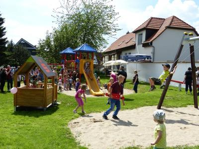 Foto zur Meldung: Spielplatzeröffnung in Wiederstedt