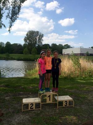 Foto zur Meldung: Laager Clubläuferin rockt Crosslauf der Rostocker Schulen