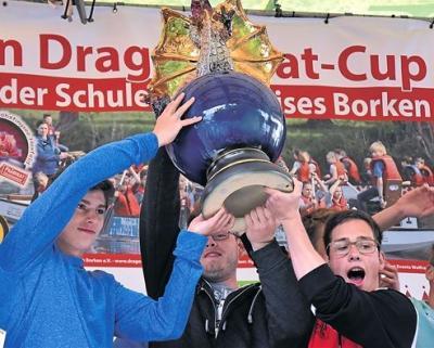 Foto zur Meldung: Erste Kreismeisterschaft der Schulen des Kreises Borken beim Dragonboat-Cup am Pröbstingsee