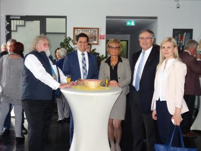 Foto zur Meldung: Wanderausstellung Deutscher Bundestag in Nauheim eröffnet