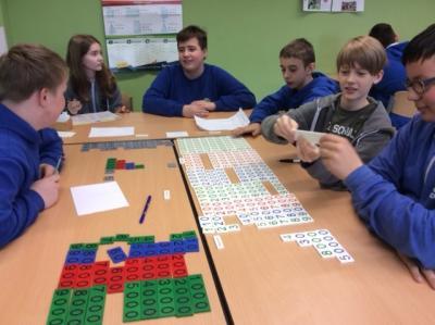 Foto zur Meldung: Lernstoff mit Hilfe von Montessori-Materialien